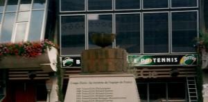 Finali di Coppa Davis: città e strutture ospitanti dal 1900 ad oggi / Dal 1° report del nostro Speciale Tennis emerge che sono 43 le località che hanno vissuto l'ultimo atto dell'evento. Tra esse anche Milano. Ulteriori approfondimenti nei prossimi giorni