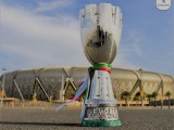 (Foto King Abdullah Sports City Stadium e trofeo Supercoppa italiana: credits to https://www.facebook.com/SerieA/?tn-str=k*F )