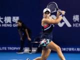 L'australiana Ashleigh Barty, vincitrice lo scorso 8 giugno del Roland Garros, dal 24 giugno è anche la nuova n° 1 della classifica Wta di singolare. La giocatrice Aussie spodesta dal ruolo di leader la giapponese Naomi Osaka.  (Foto: credits to official page https://www.facebook.com/ashbar96)