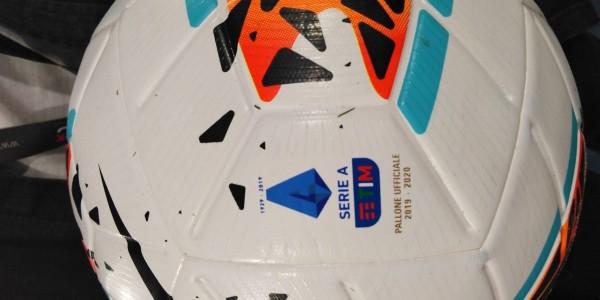 Risultati e marcatori 14^ giornata Serie A 2019-20 partite 30 novembre, 1-2 dicembre. Diretta Gol minuto per minuto. Sorpasso in vetta: Inter 1^, Juve 2^. Lazio, Cagliari, Roma e Atalanta infiammano la zona Champions
